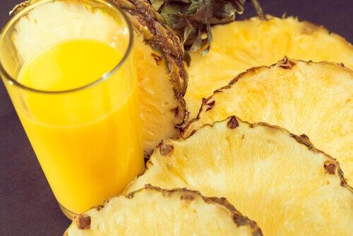 ананас виводить токсини