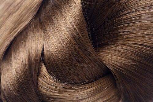 використання кави для тьмяного волосся