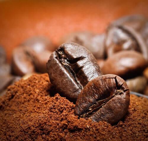 кавові зерна діють в якості освіжувача повітря
