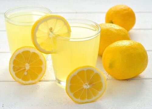 лимонний напій