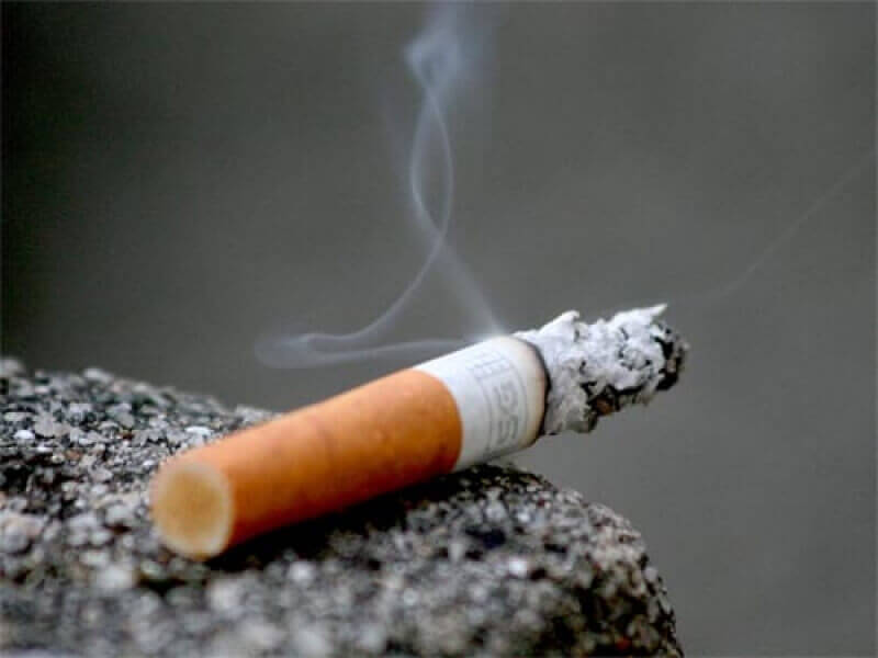 сигарета димиться