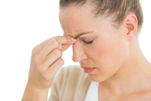 жінціболить голова
