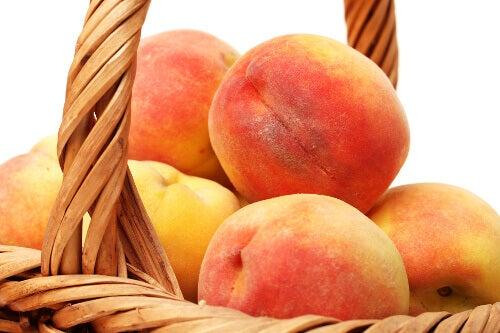 персики для лікування гастриту