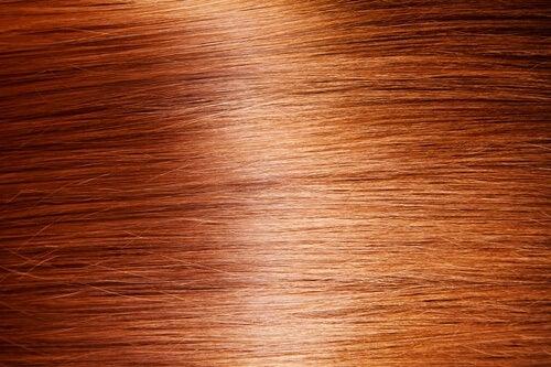 9 натуральних способів мати неймовірно блискуче волосся