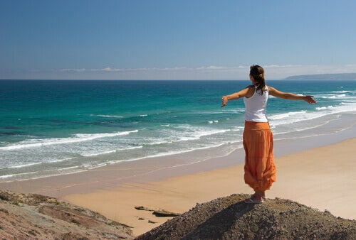 дівчина біля моря