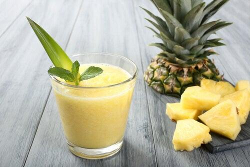 смузі з ананасу та алое
