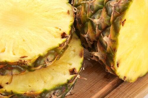 Смачні лікувальні напої з ананасової шкірки
