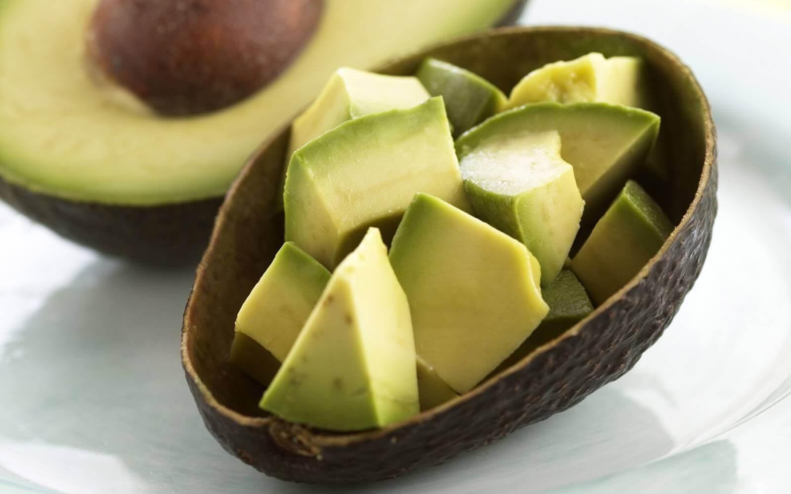 зробіть домашні креми для потрісканих п'ят з авокадо