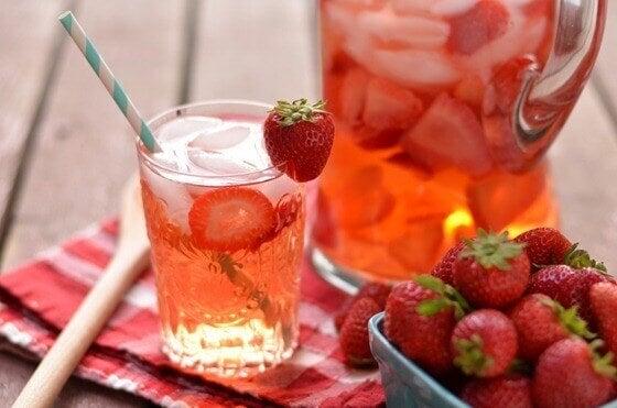 полуниця та полуничний напій
