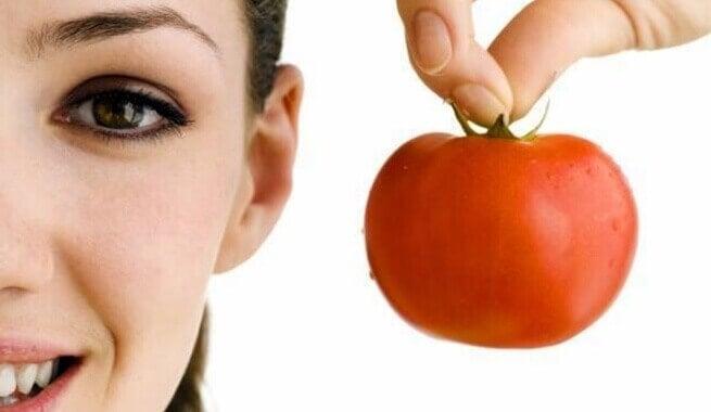обличчя і помідор