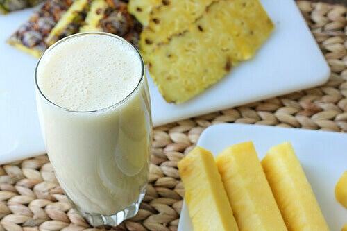 smuzi-z-ananasa