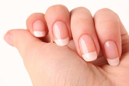 Як укріпити нігті в домашніх умовах?