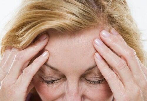 Як зменшити симптоми менопаузи природним шляхом