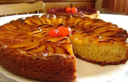 Рецепт бісквітного пирога з яблуками