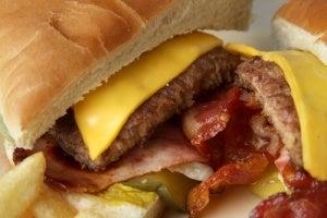 Яка їжа сприяє набору зайвої ваги?