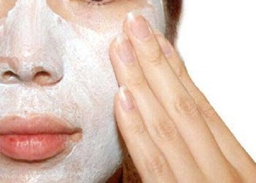 Для чого потрібен пілінг шкіри та як його робити