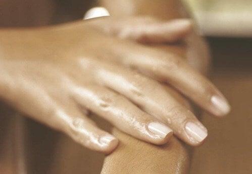 Що спричиняє набряки на руках