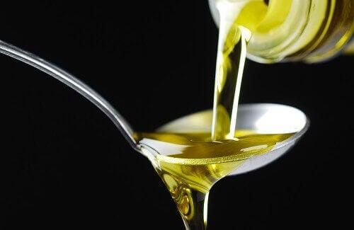 Олія сприяє засмазі