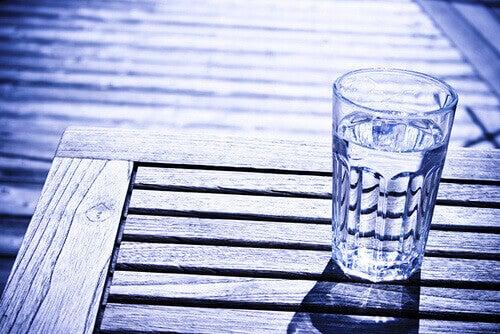 склянка з водою