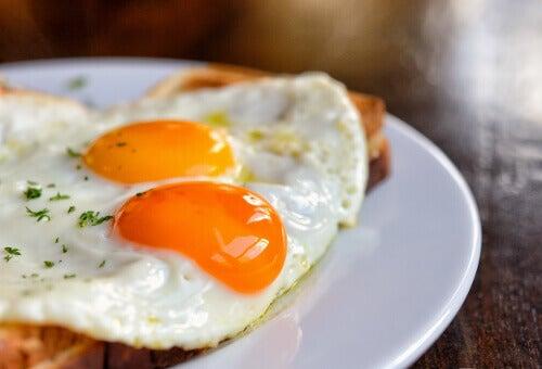 Яйца допомагають залишатися ситими