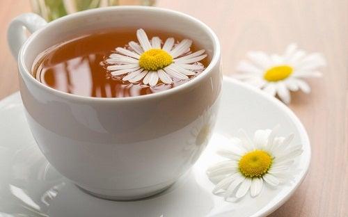 чай з ромашкою
