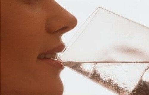 Холодна вода після їжі – небезпечна!