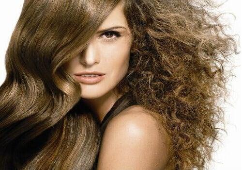 Як приборкати неслухняне волосся