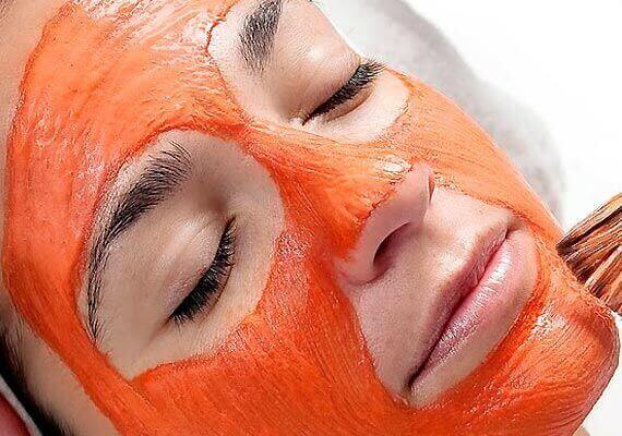 пілінг обличчя за допомогою морквяної маски
