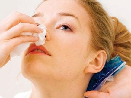 Що робити при виникненні носової кровотечі