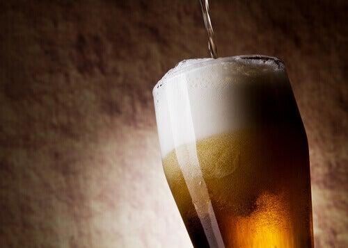 бокал світлога пива