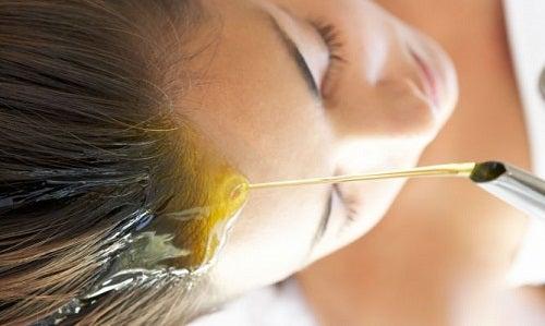 Оливкова олія для зміцнення волосся