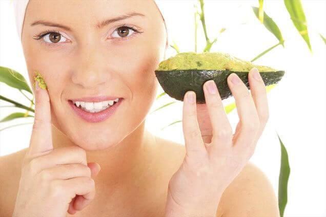 маска з авокадо для покращення шкіри обличчя