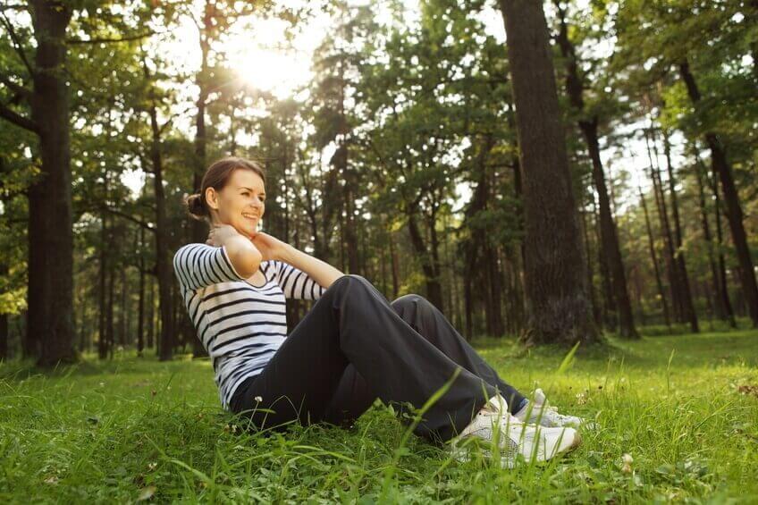 виконуйте фізичні вправи щоб мати плоский живіт