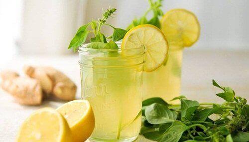 напій з лимоном та імбирем