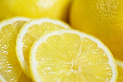 Маски від вугрів з лимоном