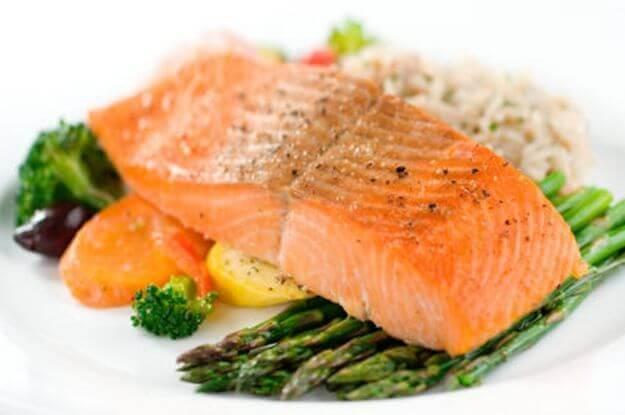 запечений лосось зі спаржею