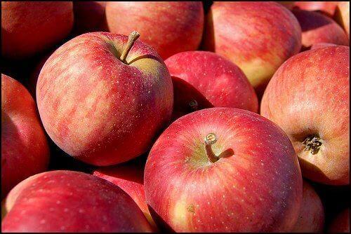 яблука червоного кольору