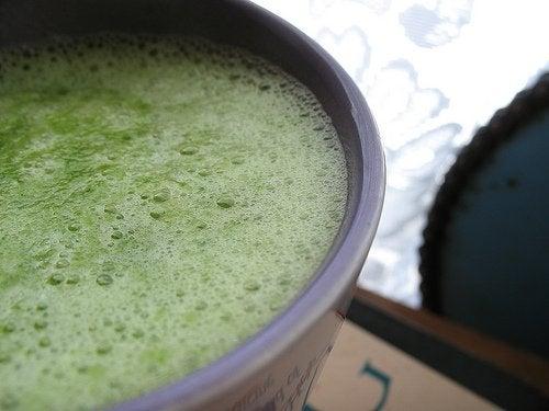 поживне смузі на сніданок допоможе вивести токсини з організму