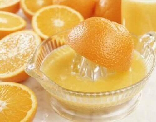 витискання апельсинового соку