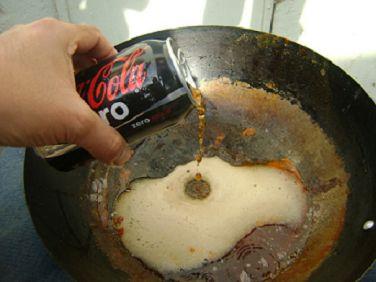 Coca-Cola для чистки кастрюль