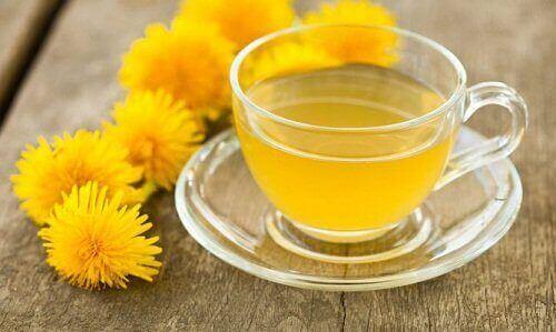 чай з кореня кульбаби, щоб очистити печінку
