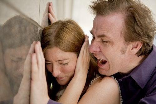 токсичні стосунки в сім'ї