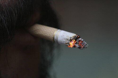 вусач курить