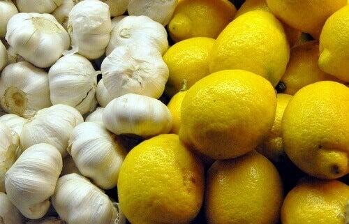 для чистки організму рекомендують вживати засіб із часником та лимоном