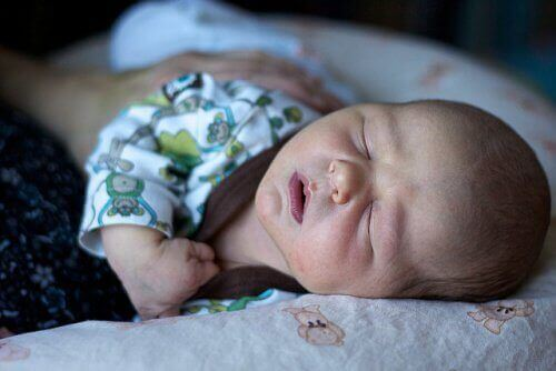 немовля яке спить