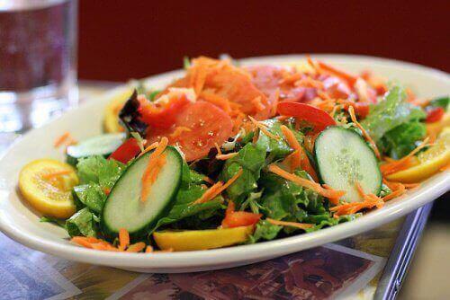 салат з огірком