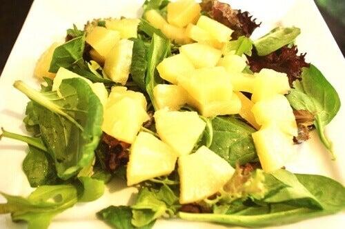 salat-z-ananasu