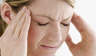 жінці болить голова