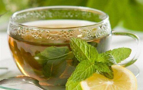 зелений чай з лимоном