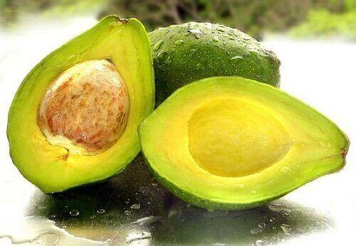 розрізане авокадо